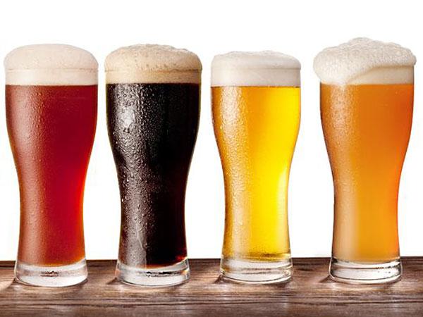 お酒は夜より朝に飲んだ方が美味しい!? その理由は夜は〇〇が多いから