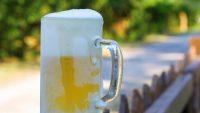 凍らせたジョッキでビールを飲むのはNG。確固たる3つの理由