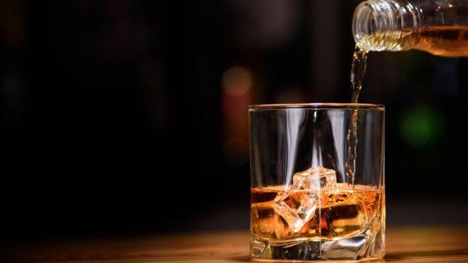 お酒に詳しくなろう。ウイスキーの味や香りを最も堪能しやすい「ノージング」のやり方