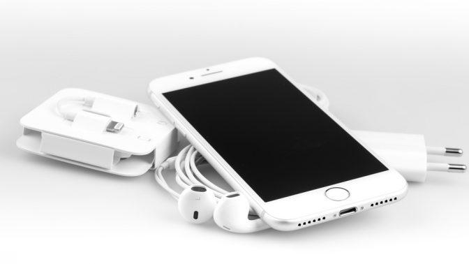 iPhone新機種で採用されたワイヤレス充電「Qi」はこんなに便利!