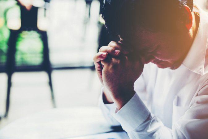 【社会人なら知っておいた方がいい】その場で簡単にできるストレス解消法「タッピング」