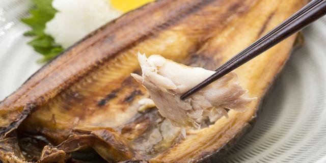秋だ! サンマだ! 魚の骨が喉に刺さった場合の正しい対処法